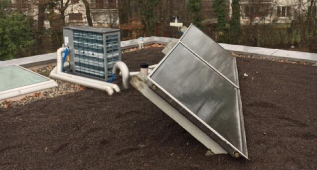 Pompe à chaleur NIBE, split extérieur avec panneaux solaire